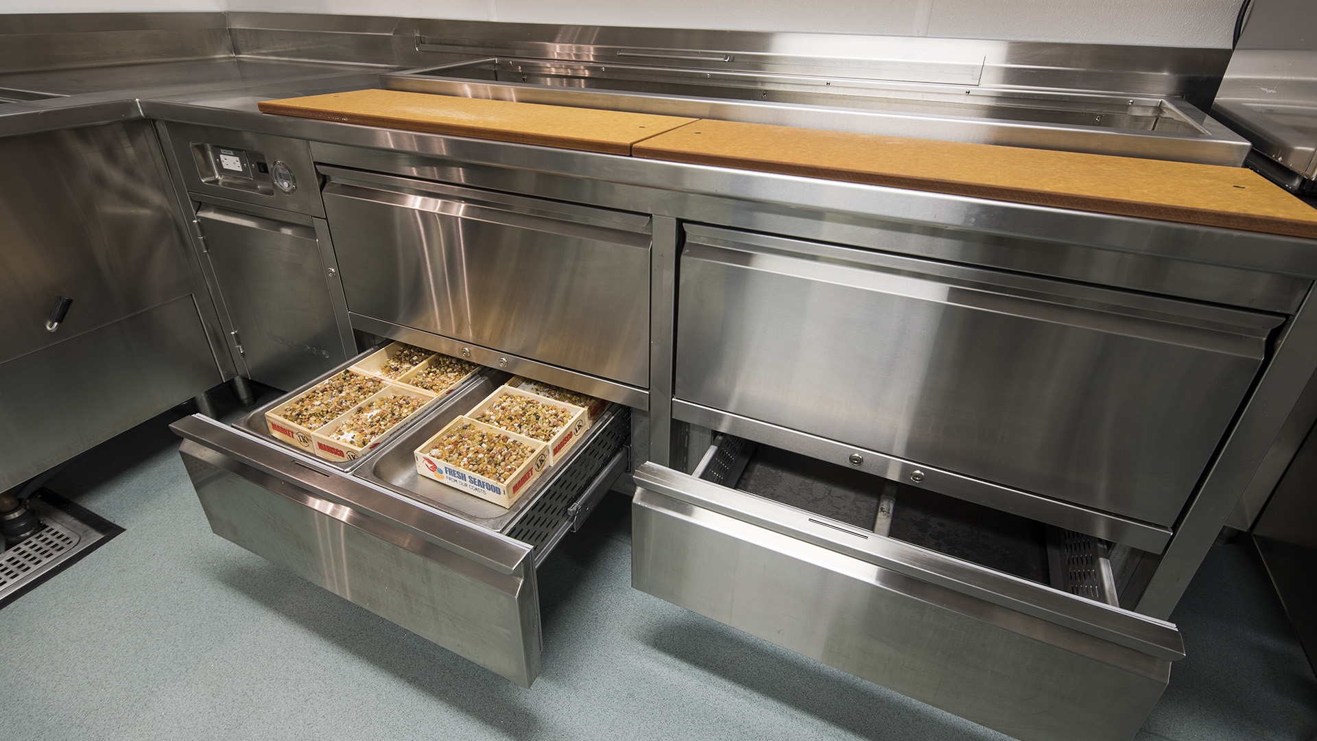 Refrigerated counter with drawer